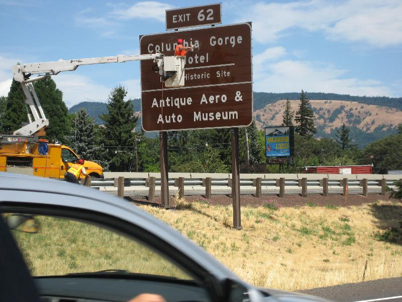09 Brown Hwy Sign Going Up