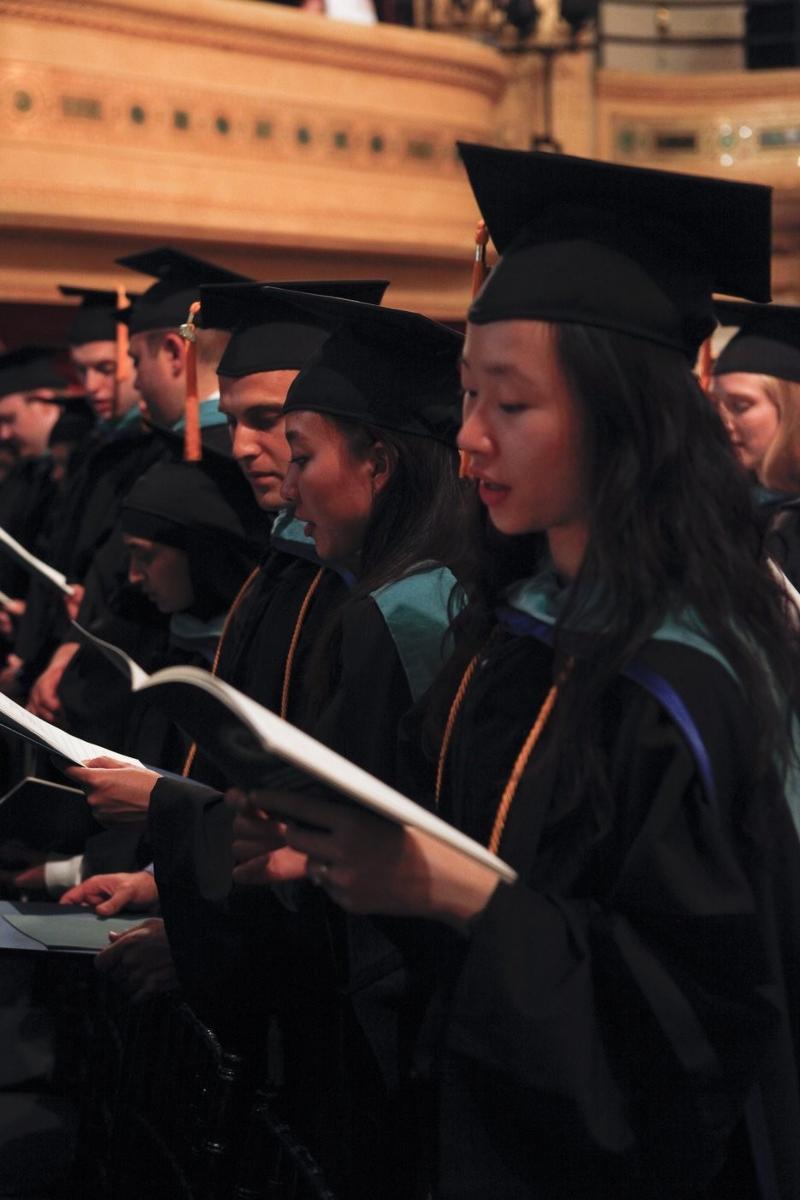 Graduates Recite Optometric Oath