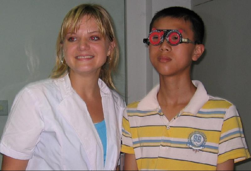 Lacey Dustin '09 examines patient at Wenzhou Eye Hospital