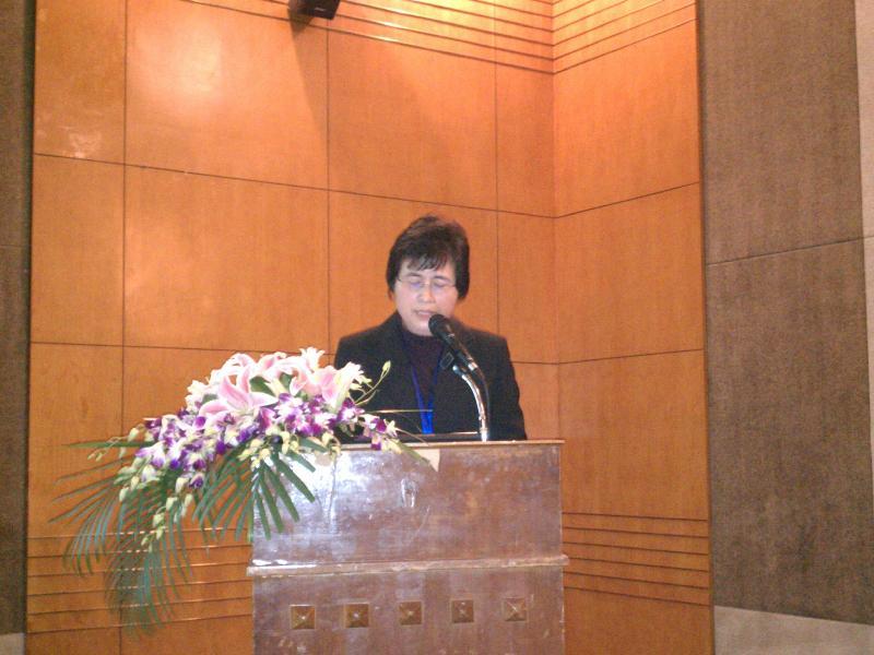 Dr. Duan gives presentation