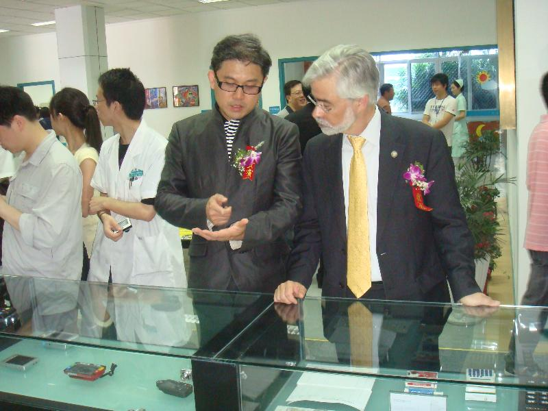 Dr. Euclid Hsu and Dr. David Heath viewing low vision devices