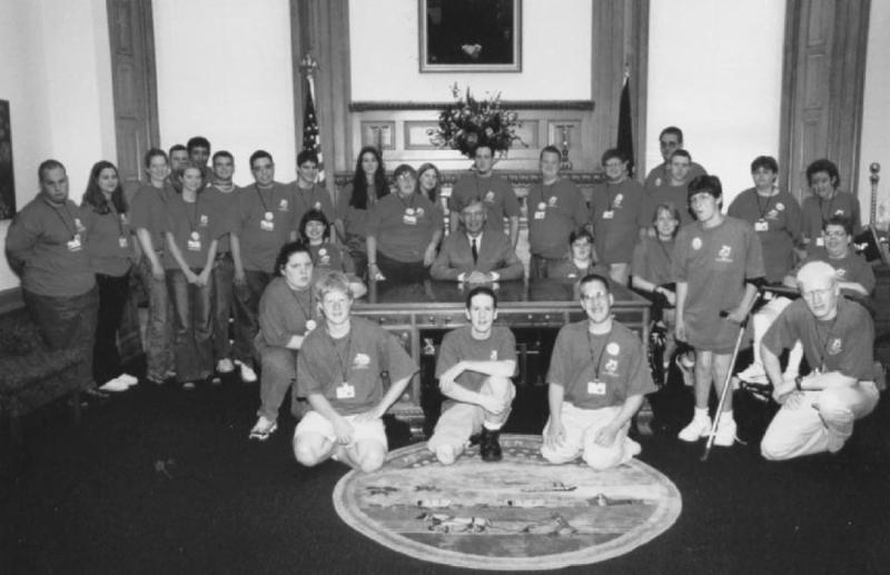 Black and white group photo of 2001 KSYLF delegates in the Governor's office