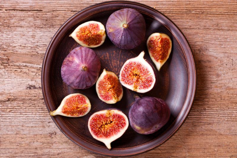 figs_on_plate.jpg