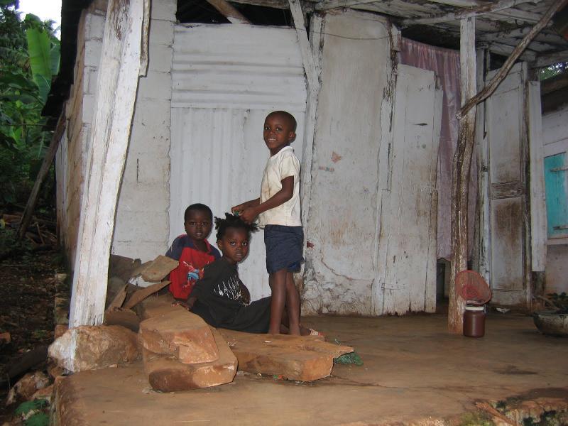 Haiti - 3 children by run down bldg