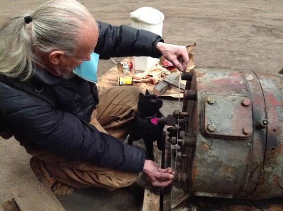 Steve Swift & Chiclet measure cylinder head bolt spacing
