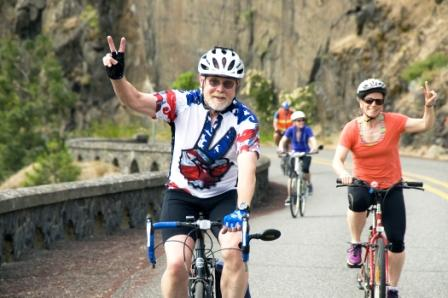 Cyclists climb up to Rowena Crest