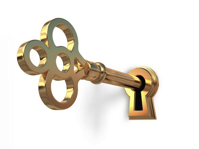 Golden key in keyhole. Обзоры блогов, обзоры сервисов, реклама на блоге, с