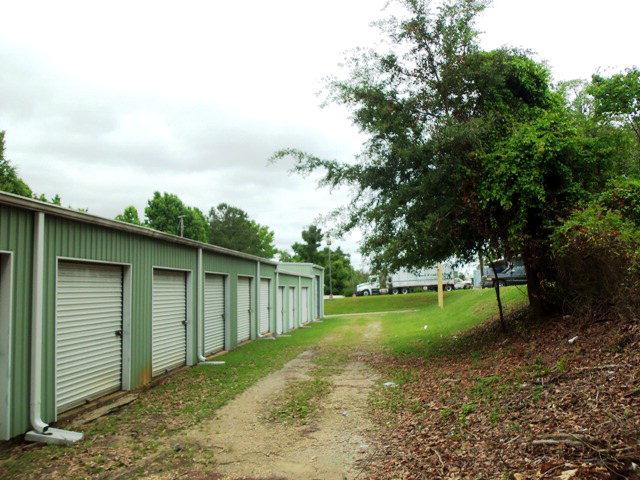 21 Mini Storage Units