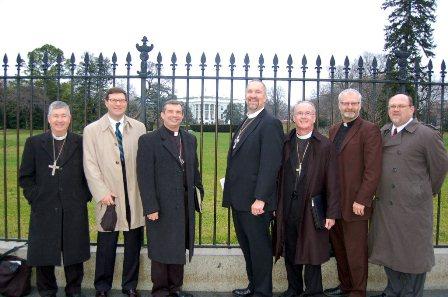 Mauney at white house fence