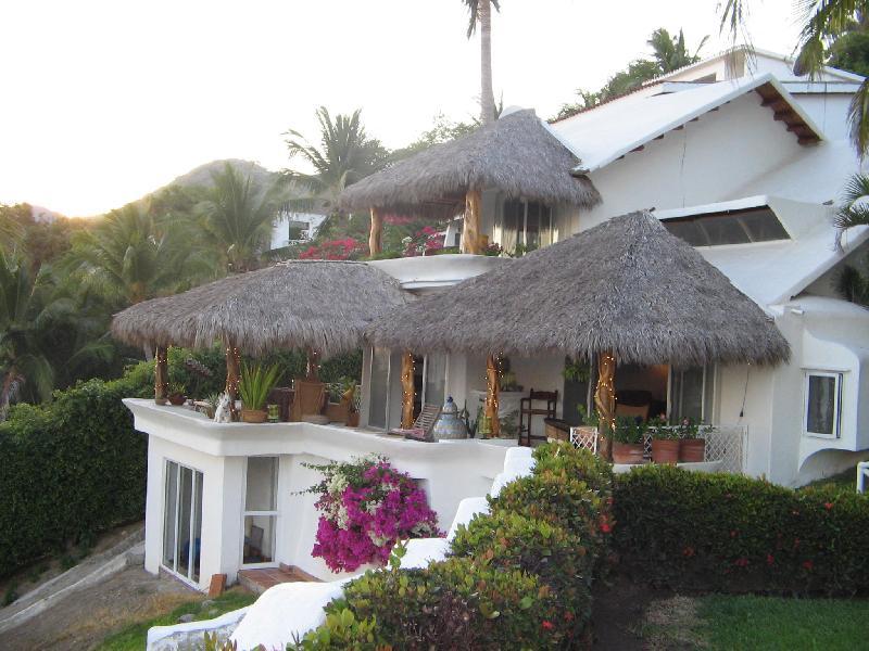 Casa Manzanillo facade