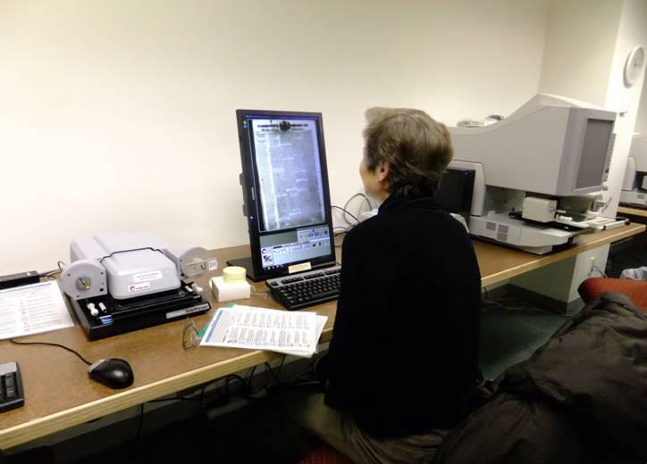 womanlookingatmicrofilmscanner