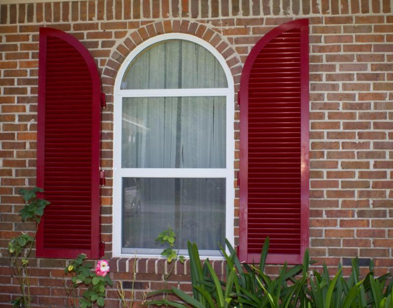 http://www.majorshomeimprovement.com/products-services/hurricane-shutters/