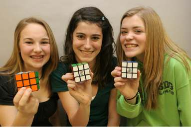 RubiksCube_Girls_3