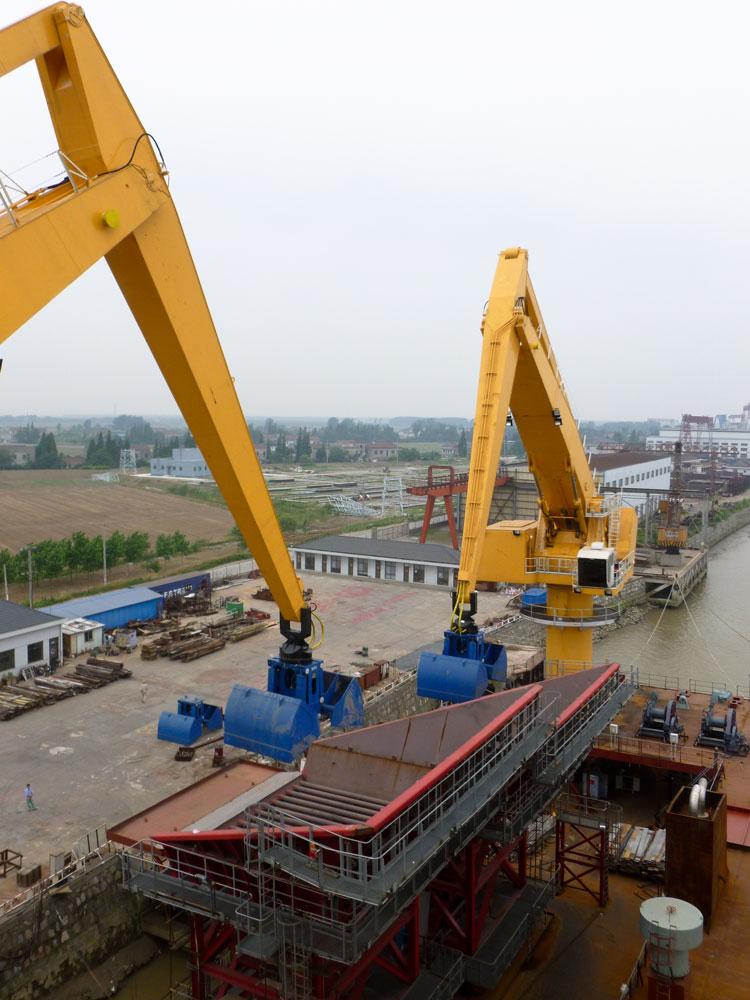 Two 300 Series E-Cranes at Loreto