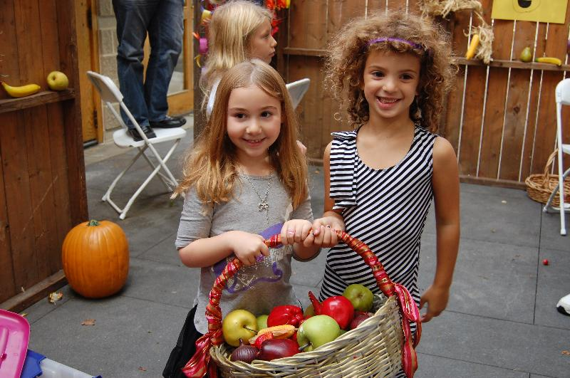 sukkot girls with apples