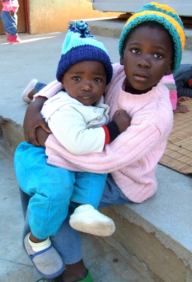 creche kids with hats