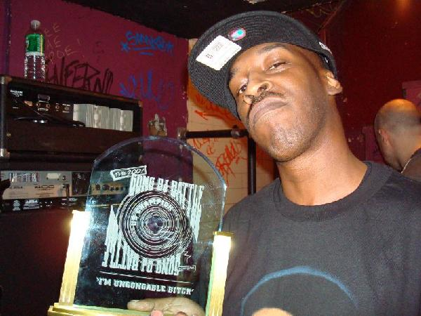Roc Raida holding the 2008 Gong DJ Battle Trophy
