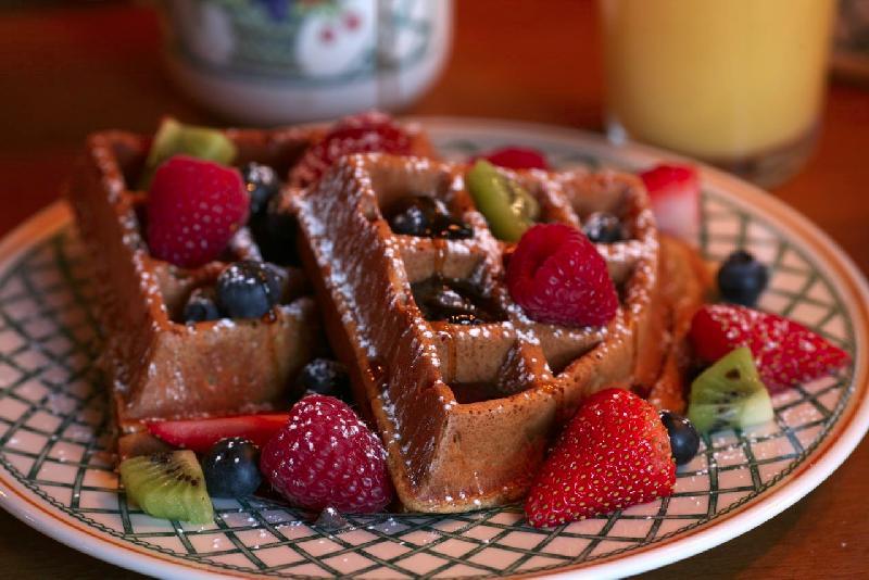 Waffles & Fruit Large