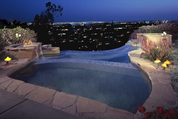 Infinity edge pool with firepit and spa overlooking La Canada Flintridge