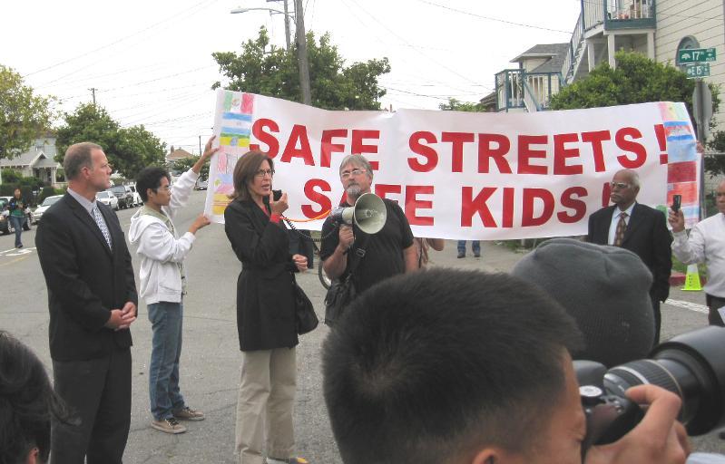 Pat speaks at Safe Streets Safe Kids
