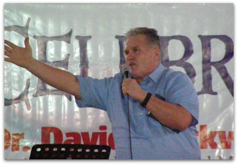 David preaches a crusade, Quezon City, Philippines