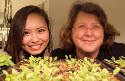 Undergrad Chihiro Hirai and PMB Faculty Mary Wildermuth