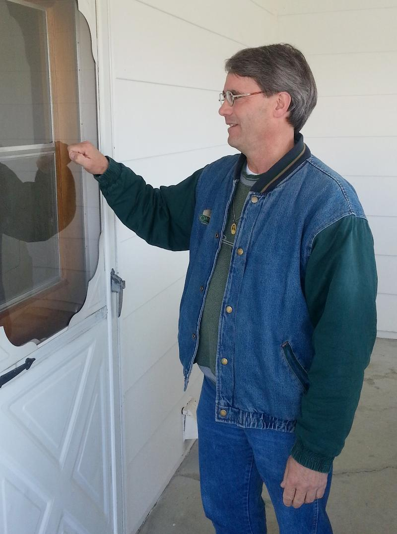 Brother Craig Digmann knocking on a front door