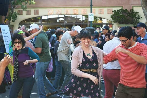 Isa dancing