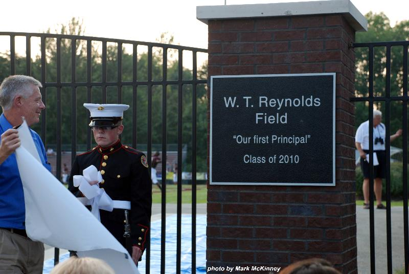 William Reynolds Jr unveils plaque honoring his father
