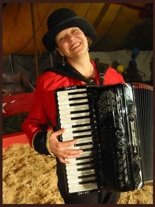 Jeanette Lewicki with accordion