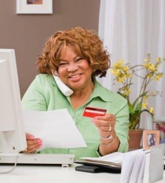 woman on phn w_card