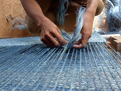 Weaving an indigo-dyed sisal carpet