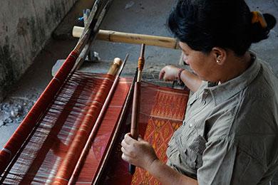 Gede Diari weaving a weft ikat cepuk cloth
