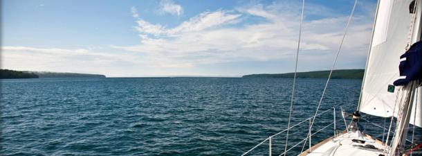 image of sailing apostle islands