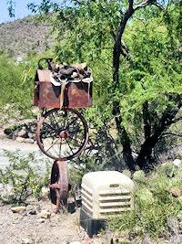 Metal Saddle Mailbox