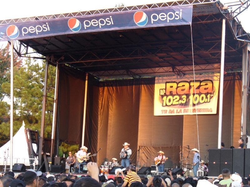 INTOCABLE EN LA RAZA 102.3FM ATLANTA