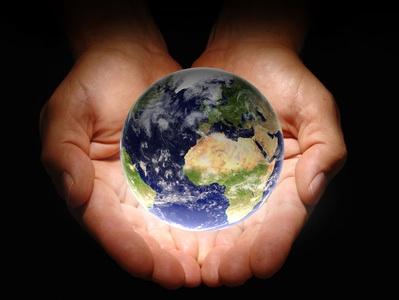 Erde in Haenden