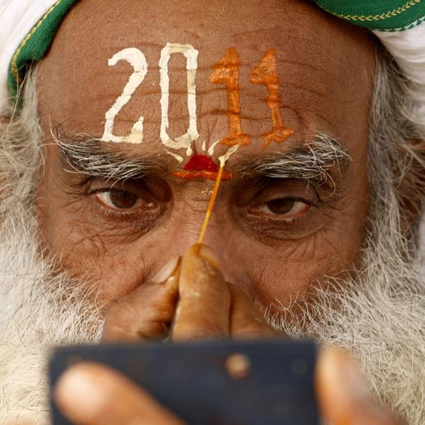 Indischer Sadhu Vorbereitung auf Neujahrsfeier 2011