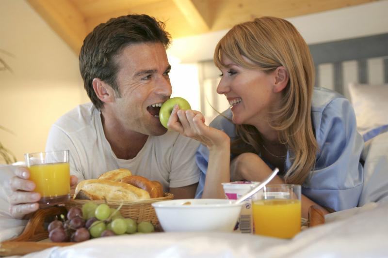 couple_eating.jpg