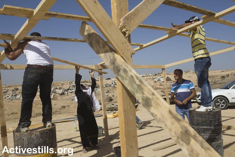 Rebuilding a Bedouin home in Al-Arakib