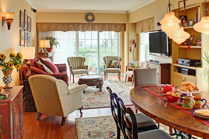 Siena living/dining area