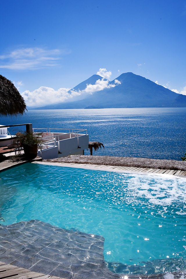 la casa pool/lake