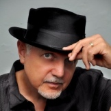 Phil Keaggy 2011 Headshot (small)