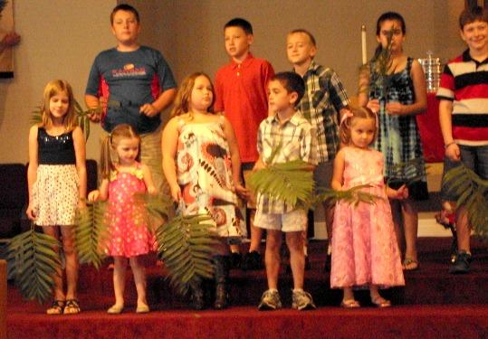kids sing palm sunday