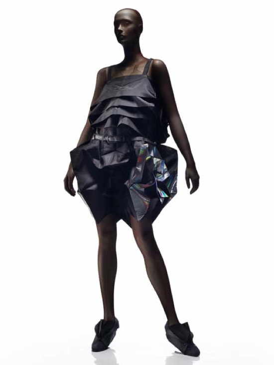 Based On Origami And Regeneration Concepts 1325 Issey Miyake Is A Clothing Line Made From Recyclable Textiles With Two Dimensional Geometric Patterns