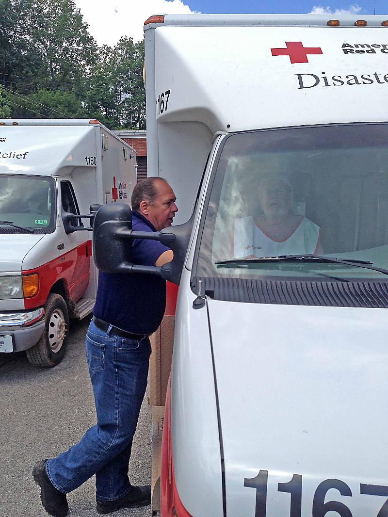 Gov. Tomblin speaks with Red Cross volunteers working to help residents in Roane County.