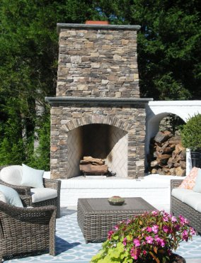Lennon outdoor fireplace