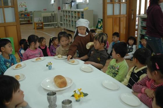 2012-8 Korea lunch table