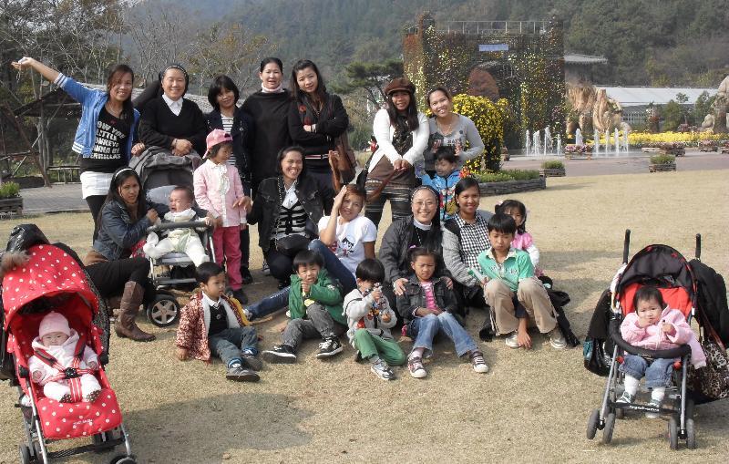 2012-8 S Korea strollers