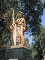 Amelia Earhart statue -b
